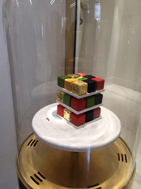 シグネチャー・パティスリーの一つ ルービックケーク お値段なんと驚きの170ユーロ!(6人用)