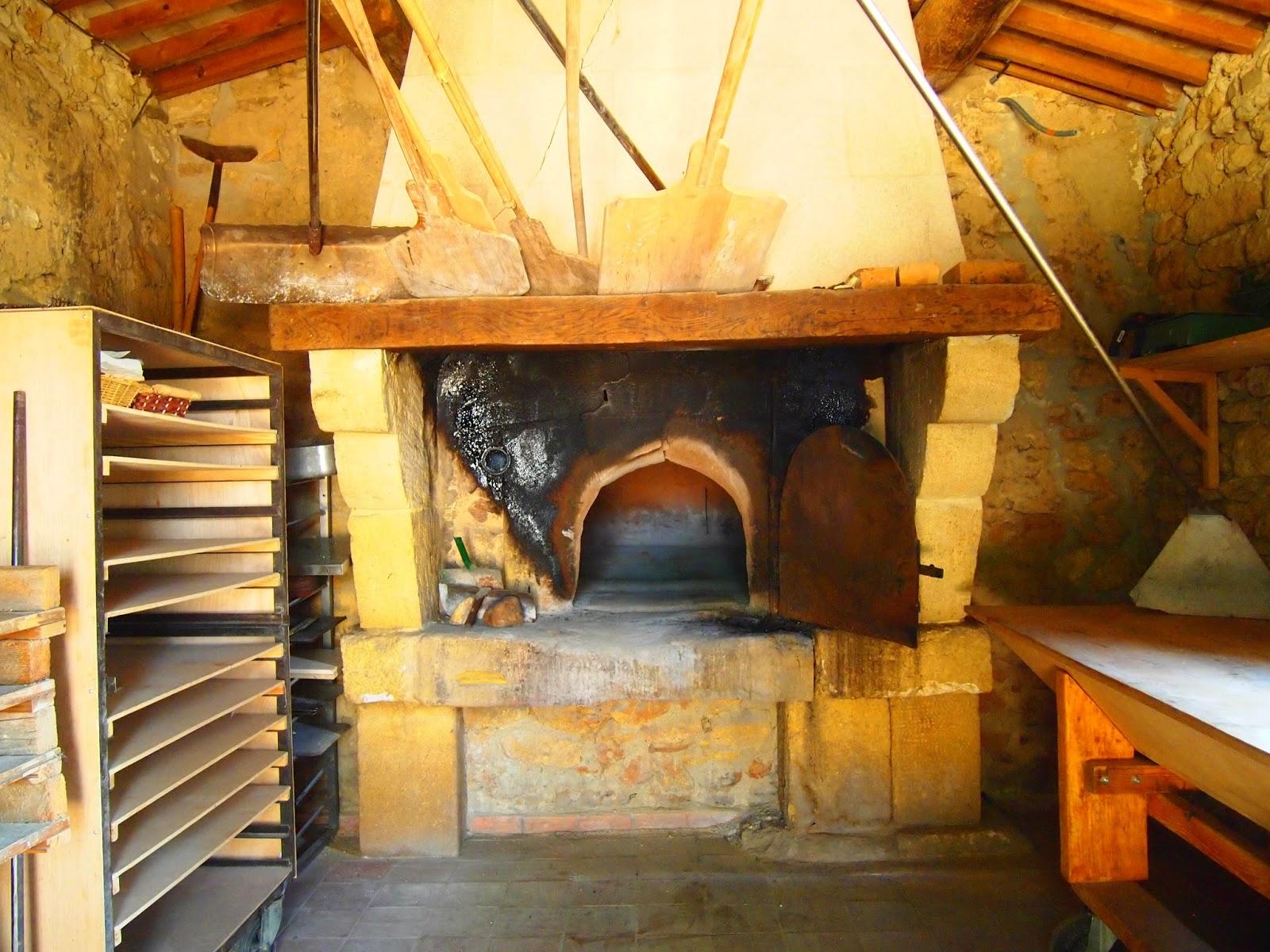 そして自家製のパンをこれで焼いています